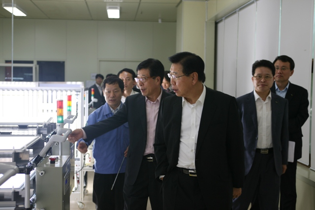 정준양 포스코패밀리 회장 LED 포항공장 방문